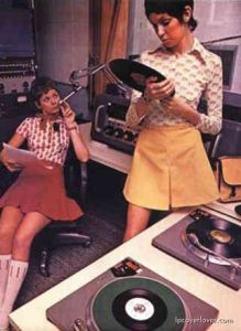 chicks_and_vinyl-42